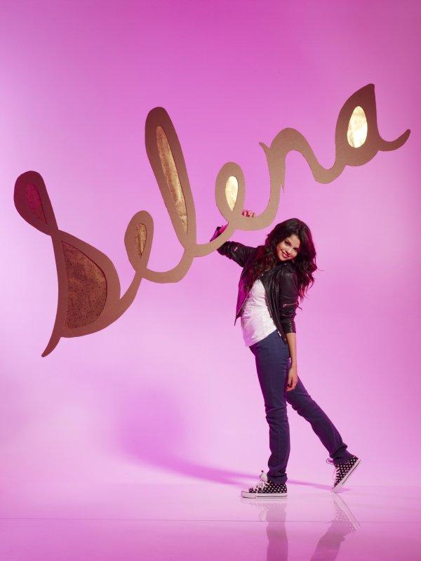 Selena Gomez ... Elle va se déguiser en Katy Perry sexy pour Halloween