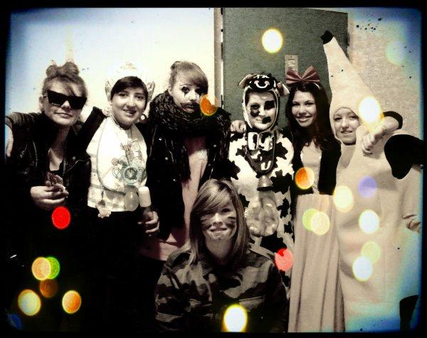 Carnaval au lycée Louis Pergaud sisi represent *-* Trop de SWAAAG :D (Je suis le killer clown)