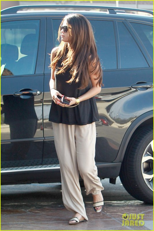 Selena Gomez se rend dans des bureaux à Los Angeles