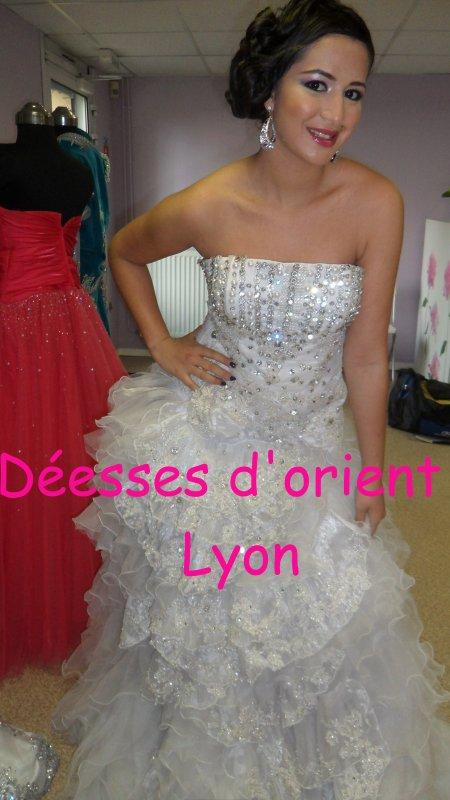 prix de gros bonne qualité pas mal Location robe blanche strass haute couture - Maquillage ...