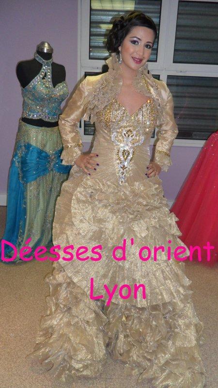 Location robe haute couture doré