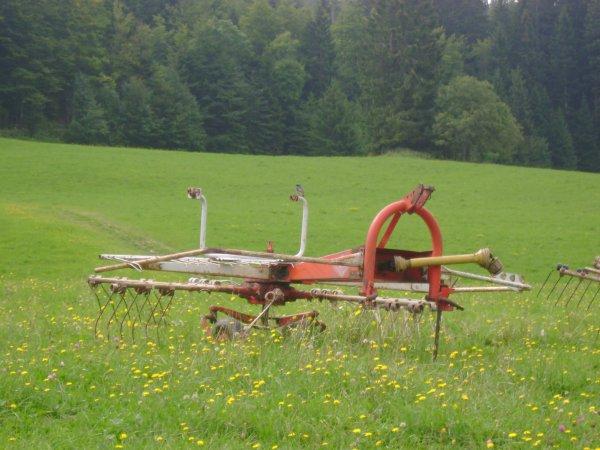 Vacances 2012 à Lélex - Matériels agricoles de la ferme de Laisia !