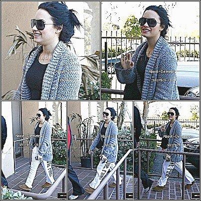 02.02.11 * Demi A été Aperçu Allant Faire Une Visite Médicale Dans Son Centre.*