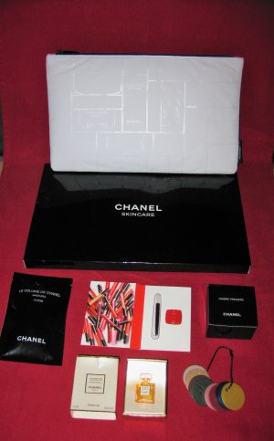 Lot Chanel essentiels de voyage, trousse + parfum + make up VENTE OU ECHANGE