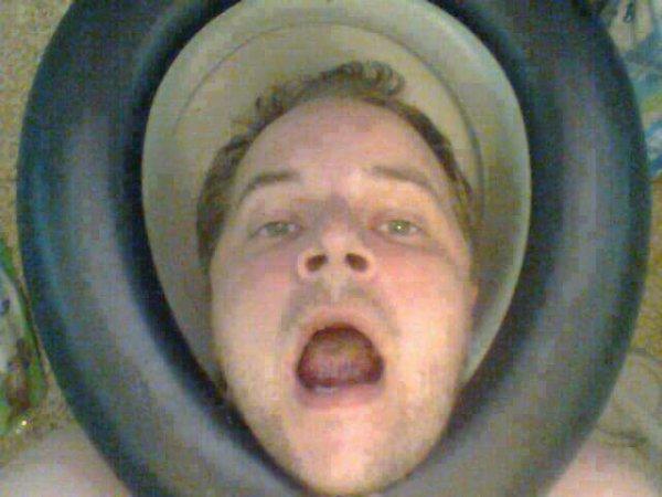 Moi avec ma tête dans le wc