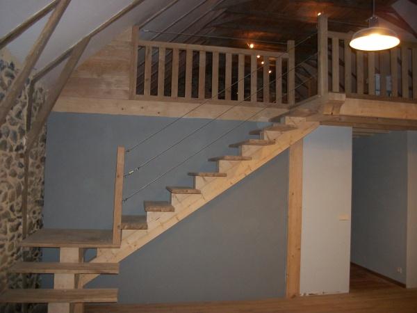 et voila notre escalier et notre mezzanine sont s curis s r novation grange cantal. Black Bedroom Furniture Sets. Home Design Ideas
