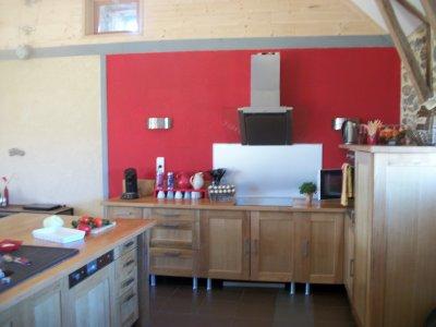 Un peu de deco notre hotte cuisine install e une grande for Cuisine installee