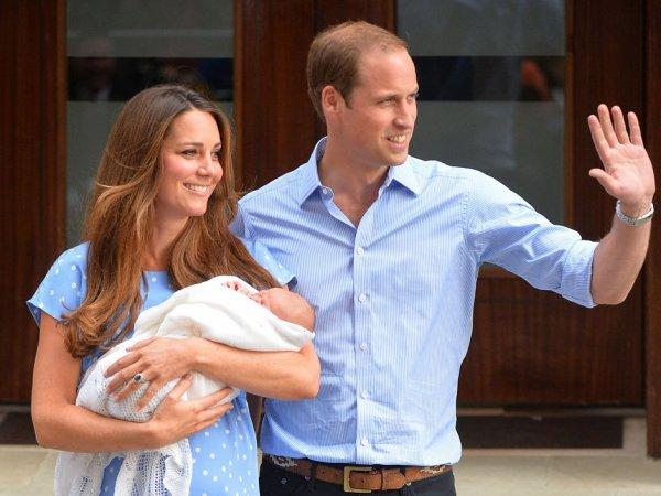 """EN DIRECT - Le bébé est sorti de la maternité.  """"C'était un moment très fort pour nous"""", a déclaré Kate.  """"Je pense que tout va revenir dans l'ordre et que nous allons pouvoir nous occuper de lui""""."""