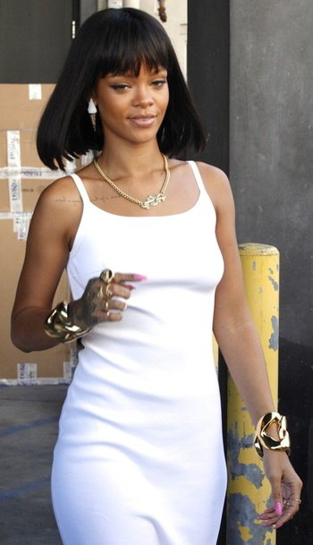 Star - Rihanna adopte la frange