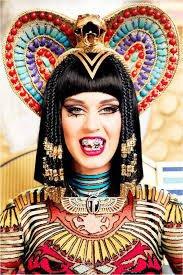 """Clip - Le nouveau clip de Katy Perry """"Dark Horse"""" visé par une pétition pour blasphème envers l'islam"""