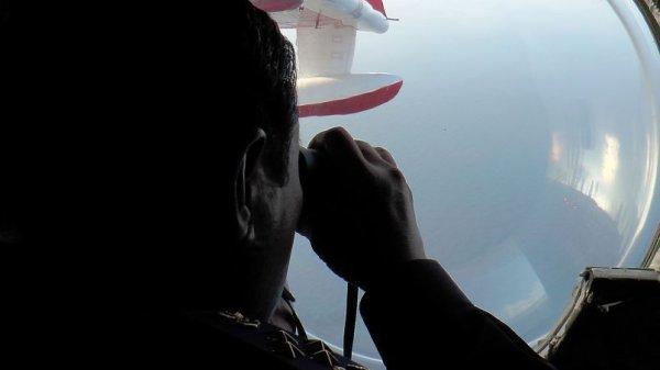 Disparition Boeing Malaysia -  Toujours aucune trace de l'avion , les objets fottants sont des débris de pêche