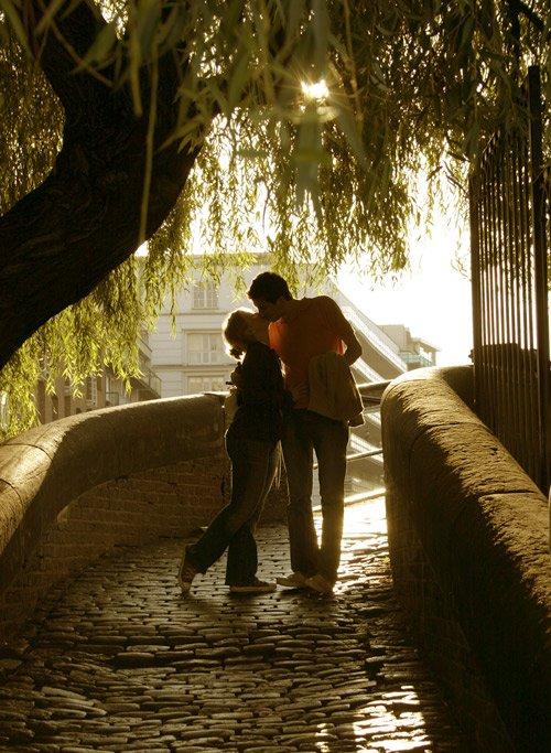 """""""L'acte d'amour le plus parfait est le sacrifice, cacher ses sentiments pour pouvoir être bon ami. Je t'aime et je crois que je t'aime depuis que nos regards se sont croisés mais si ce que tu veux c'est que je te laisse tomber alors je vais le faire. """" Les frères Scott, Peyton"""
