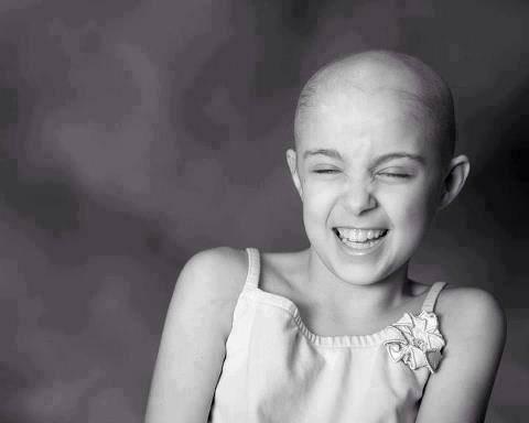 طفلة مصابة بالسرطان تقول , كـم أتمنى آن يصاب السرطان بالسرطان ليموت ويرحل من كل جسد ..  !