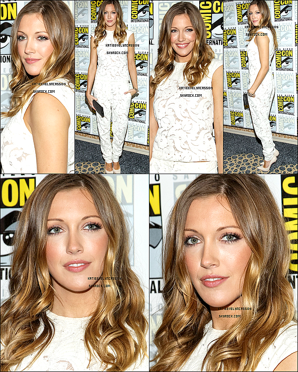. 20.07.2013 : Katie était au « Comic-Con » à San Diego avec le cast pour parler de la saison 2 d'Arrow. .