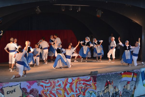 Présentation des Groupes présent au Festival des Arts et Traditions Populaires des Provinces Françaises.