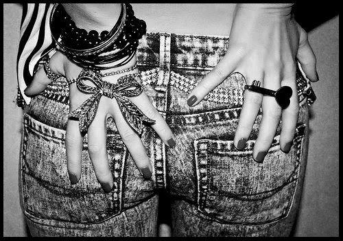 ✞ Si la vie te tourne le dos, touche lui le cul. ✞