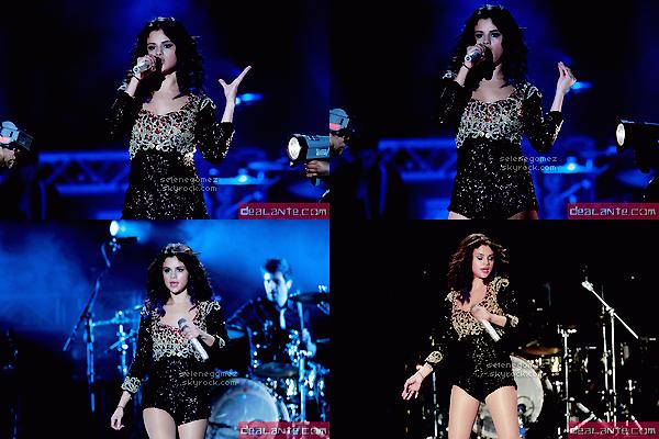 24.01.12 - Selena Marie Gomez a donnée son 2ème concert à Panama City, . Avis perso:Ses tenues sont superbe. Je les aimes toutes en particulier la première.Tops ?
