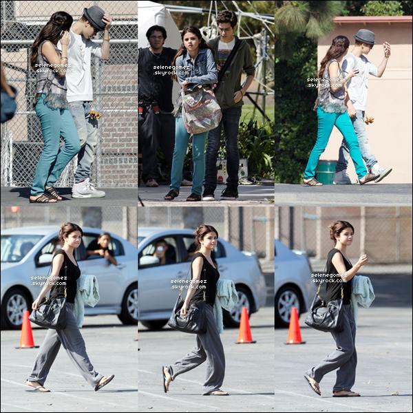 3/08 Sel a été aperçue sur le tournage de son nouveau film « Feed The Dog » en compagnie de Justin à LA.