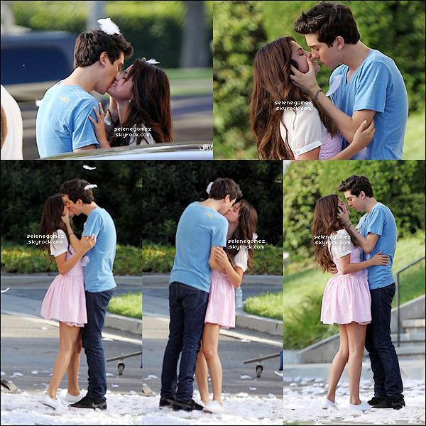 10/08/12 Selly sur le tournage de son nouveau film«FEED THE DOG» embrassant son partenaire pour le film.