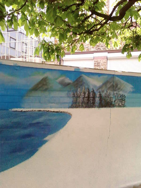 fresque en cour de realisation avec des petits de l'ecole primaire paul bert a vaires sur marne