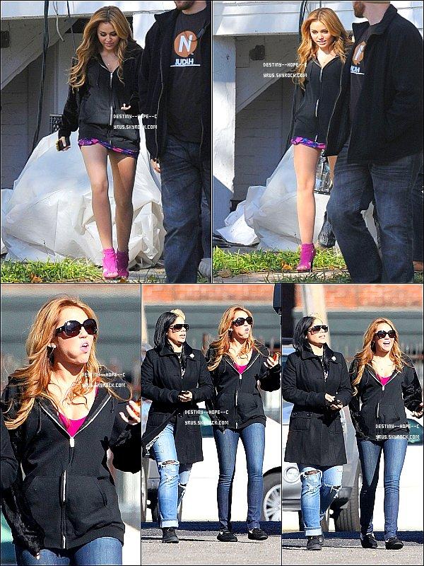 ...... 13.12.10 ...... Miley en Tournage d'une scène pour So Undercover. ......