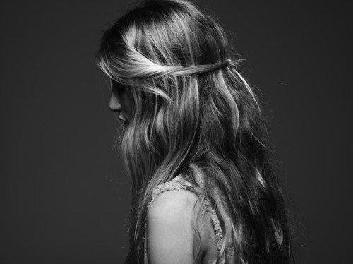 Photo de coiffure en noir et blanc