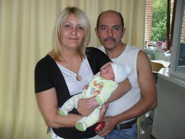................nous deux et notre petit fils................................