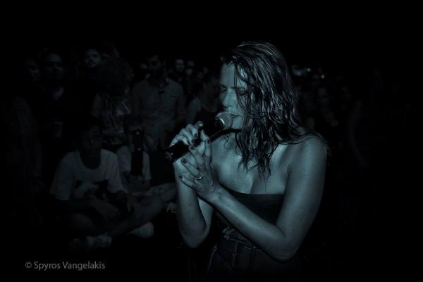 """Elodie Frégé en concert avec le groupe """" Nouvelle Vague """", Grèce 15 Août 2015 ( 1 )"""