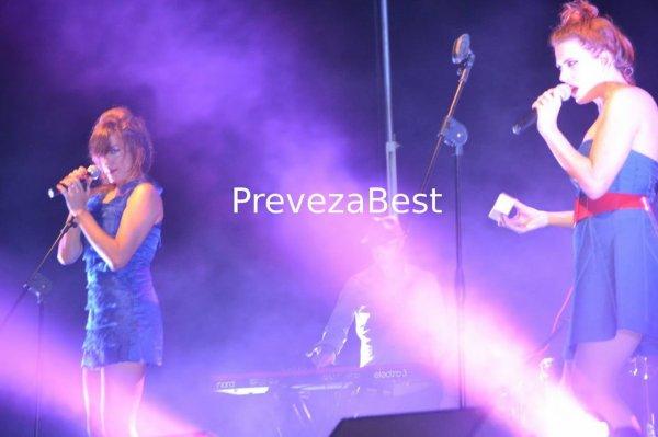 """Elodie Frégé en concert avec le groupe """" Nouvelle Vague """", Grèce 15 Août 2015 ( 2 )"""