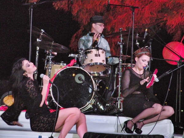 Concert élodie frégé et le groupe Nouvelle Vague au Meridien a Noumea le 4 Octobre 2015