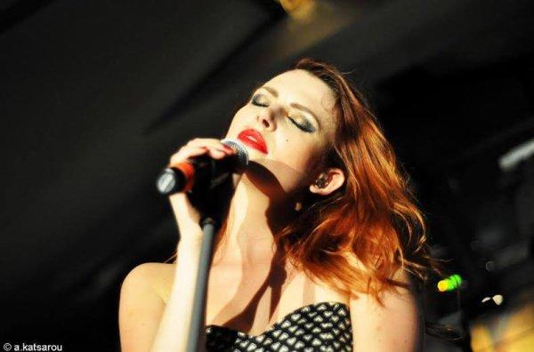 le concert Nouvelle Vague à Gazarte en Grece le 14 juillet 2016 et leur concert a Crète en Grèce le 15 juillet 2016