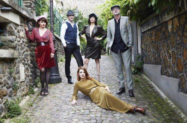 ELODIE FREGE DANS SON NOUVEAU GROUPE MUSICALE : NOUVELLE VAGUE !