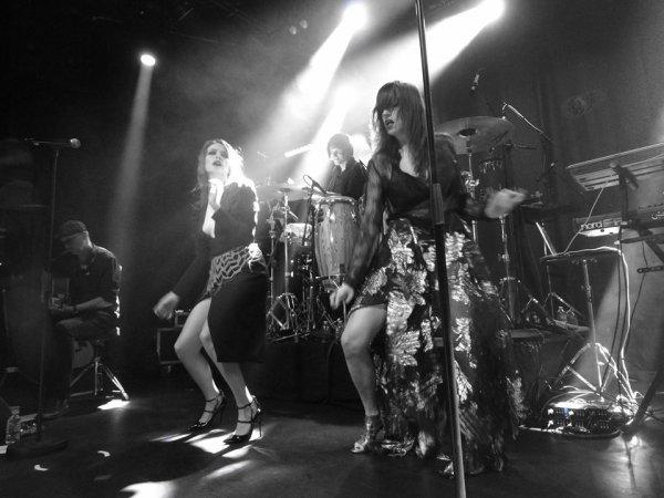 elodie frégé en concert en France au flow a Paris le 8 décembre 2016 ( 1 )