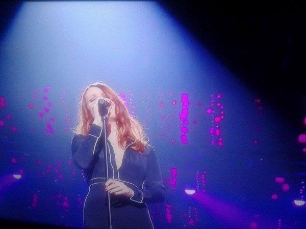 """Elodie Frégé dans l'émission de tf1 : """" 2017 en chansons """" le 29 juillet 2017 ( 2 )"""