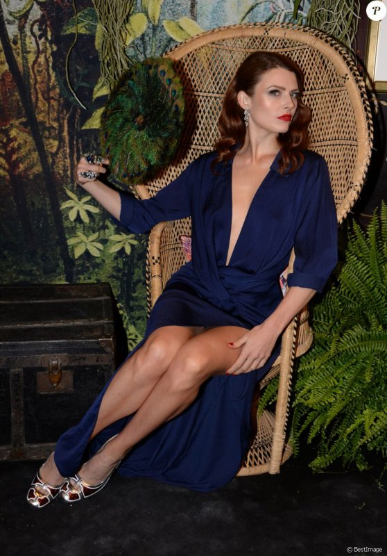 Elodie Frégé dans la Garden party dans le cadre enchanteur du Ritz a Paris à l'occasion du 10e anniversaire du Grand Luxury Hotels le 7 septembre 2018 ( 1 )