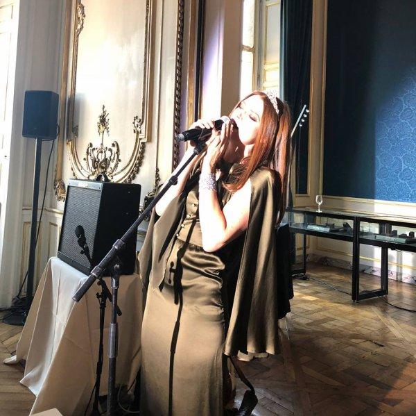 Showcase d'elodie frege pour célébrer les 10 ans du showroom pink heater  pépites de la haute joaillerie a L'Hotel D'evreux a Paris le 27 septembre 2018