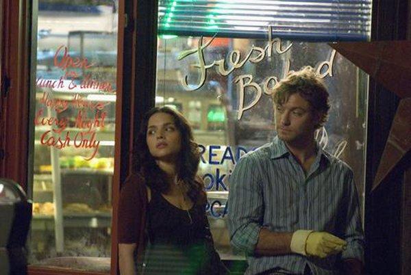 """""""J'ai mis presque un an à arriver ici, finalement c'était pas si dur de traverser la rue, tout dépend de qui vous attend sur le trottoir d'en face."""" My blueberry nights"""