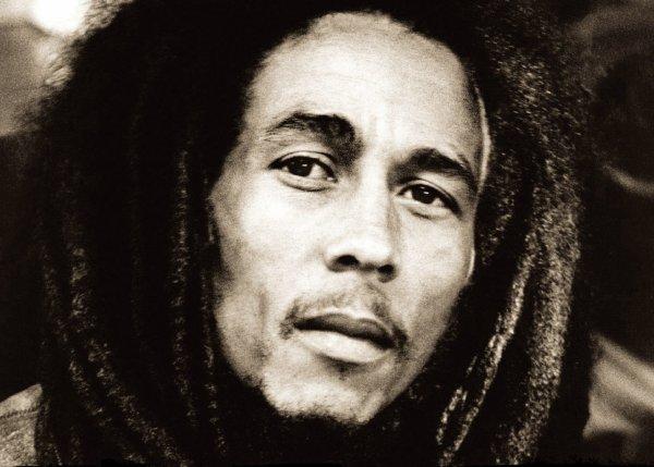 """""""Quand je regarde le monde aujourd'hui,je réaliseque lesgens vivent en prétendant être autre choseque ce qu'ils sont. Moi, ce que je sais, c'est qu'on n'apas besoin de souffrir pour être conscient de la souffrance. Ce n'est pas de la colère ou quoi que ce soit,c'est la vérité, et la vérité doit jaillir de l'homme comme un torrent."""" Bob Marley."""