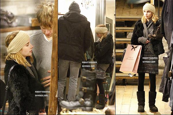 . 20 décembre 2011 - Emma & Chord, ont fait du shopping à Londres, Em' portait une ravissante tenue pour lui tenir bien chaud. .