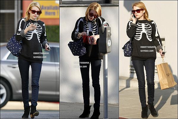 . 30 décembre 2011 - Emma a été vue dans West Hollywood, pendue au téléphone. Ella a ainsi fait quelques courses, ce sera bof. .