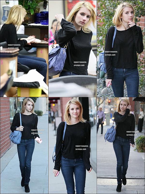 . 9 janvier 2012 - Emma a été faire une manucure à Beverly Hills dans un salon de beauté avec un haut assez transparent. top!. .