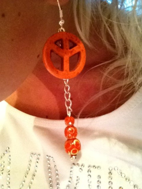 Boucle d oreille pendante peace orange blog de creatif - Boucle d oreille peace and love ...