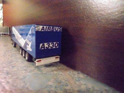 un tractionnaire AIRBUS et un norbert dentressangle citerne et un madrias