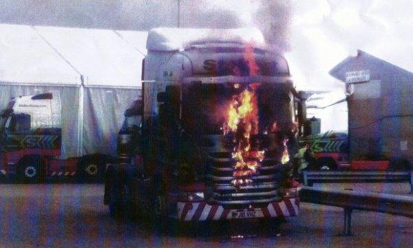 L'incendie criminel de l'homme sur Eddie Stobart 14 camions