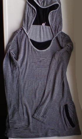 Haut #4 Manches longues, très fin, rayé noir & gris avec capuche