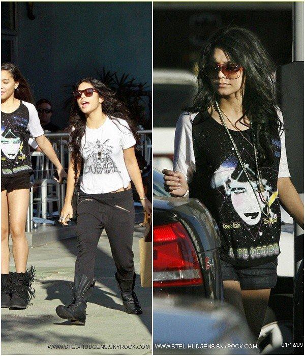 """. Le  08  octobre : Stella et Vanessa allant déjeuner à """"The Counter"""" . (Studio City)  Stella récupère les vieux habits de Vanessa.  ."""