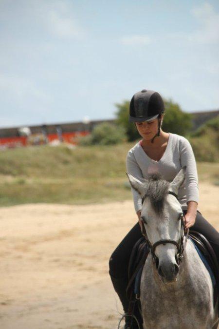Monter un cheval donne un goût de liberté [ Helen Thomson ]