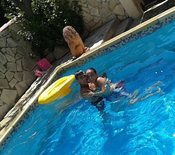 moi et ma reson de vivre ala piscine