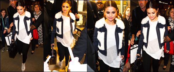 10.03.16 ─ Selena Gomez a été photographiée, alors, qu'elle arrivait à la Gare du Nord, se situant dans Paris, FR.Selena Gomez est donc déjà partie de la capitale Française et a pris un train pour Londres. Selena a été photographiée lors de son arrivée à l'Eurostar...