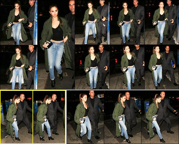 02.05.16 ─ Selena Gomez a été photographiée, pendant, qu'elle se promenait dans les rues, dans New-York City.Nous pouvons apercevoir que Selena a un nouveau tatouage en bas du ventre. Concernant sa tenue, elle est très jolie pour ma part, c'est donc un top.